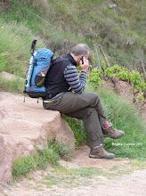 Photo: Ah ! le pélerin et son portable.....