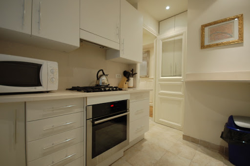 Fully equipped kitchen at Rue Jean du Bellay Apartments
