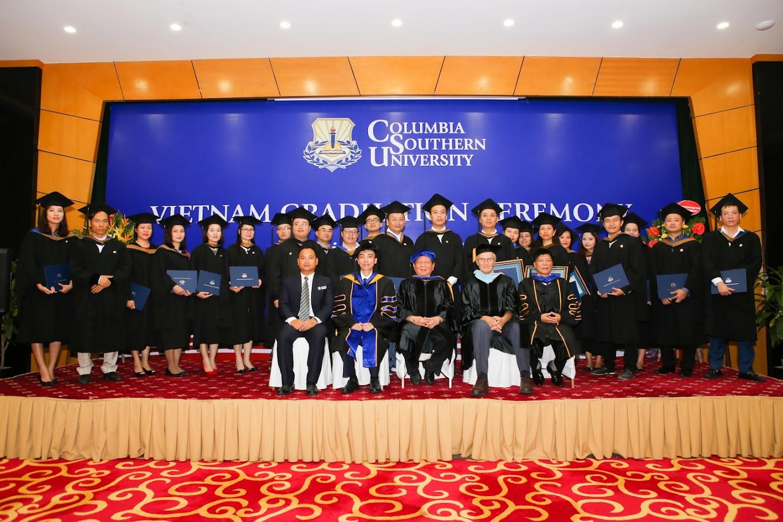 Chụp ảnh sự kiện nhận bằng tốt nghiệp