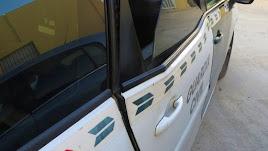 Imagen de los daños ocasionados al vehículo de la Guardia Civil.