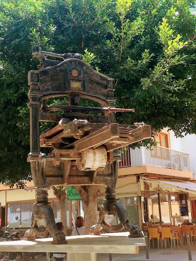 Monumento a los periodistas. Imprenta Ibiza