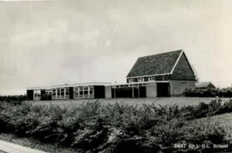 Photo: school, houten gebouw
