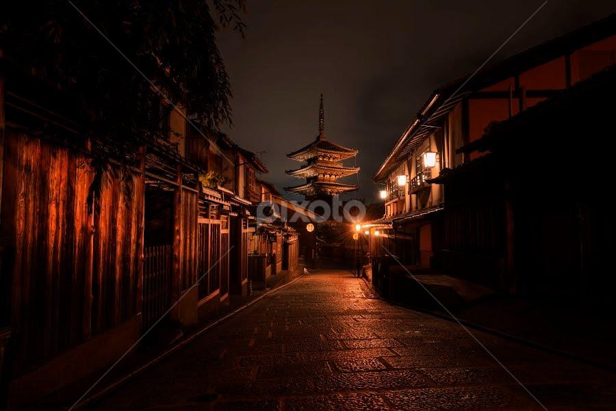 yasaka jinja by Oemar Patex - Buildings & Architecture Public & Historical ( pagoda, kyoto, japan, street, temple, historical, buddhism )