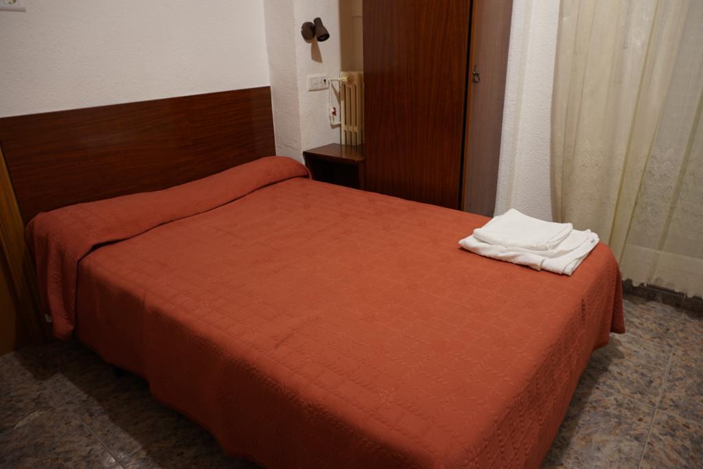 Habitación del hostal donde me alojé durante mi Semana Santa en Zaragoza