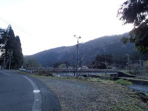栃生橋付近に駐車