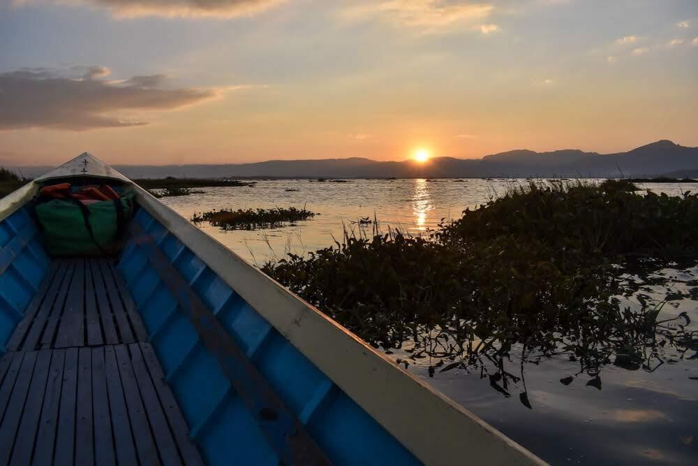 sunset+at+inle+lake+in+myanmar