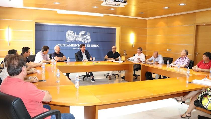 Reunión de los socios de Frutilados del Poniente en El Ejido