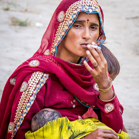 Smoking and breast feeding. by Hanif Bhatti - People Street & Candids ( breast, pakistan, smoking, feeding, sindh, sanghar )