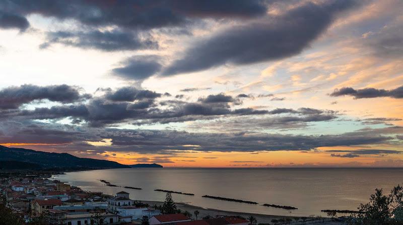 Alba sul mare di Atum-Pietro