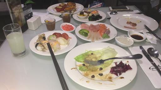 東西好吃多樣化,用餐環境舒適!重點是平日可以從中午11:30吃到下午16:30! 很多現煮的東西