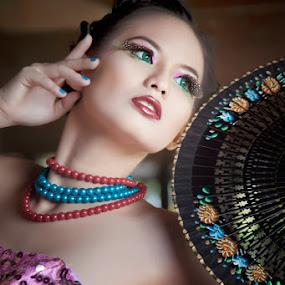J|e|n|n|i|.. by Bambang Leksmono - People Fashion