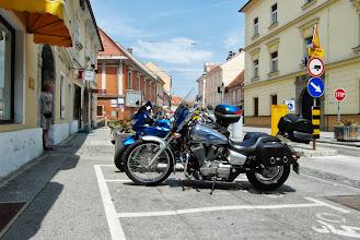 Photo: A to już Ptuj i nasze motorki zaparkowane przed starówką. Parking dla motocyklistów :)