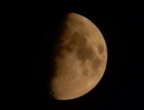 Photo: 今宵の月。 半月+1