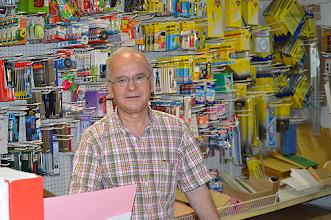 Photo: Francisco Vogado, responsável pela Papelaria Vogal, está a organizar a Feira d'Avenida