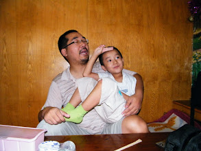 Photo: gaming baby son, warrenzh, 朱楚甲, owner of warozhu.com, in his dad benzrad, 朱子卓's arms.