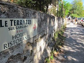 Photo: It.s4HR30-141009San Giovani Rotondo, hôtel-restaurant Le Terrazze, au bout d'un chemin d'accès montant  IMG_5814