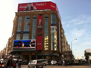 Photo: Mac Do avec écran vidéo géant