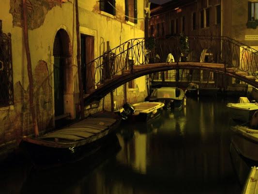 Canale veneziano di notte di Frenz
