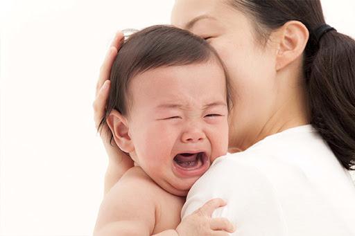 Trẻ sốt mọc răng cha mẹ cần phải xử lý như thế nào