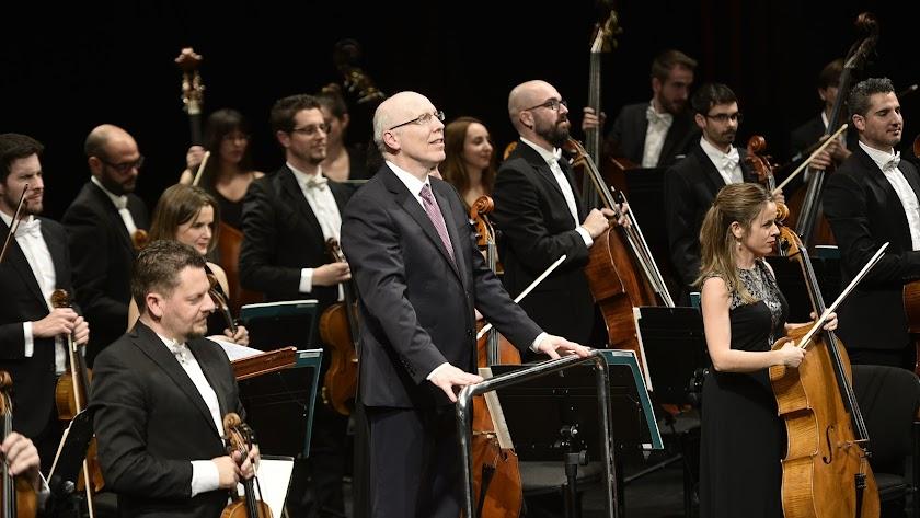 el concierto de Año Nuevo de la OCAL estuvo dirigido por Michael Thomas.