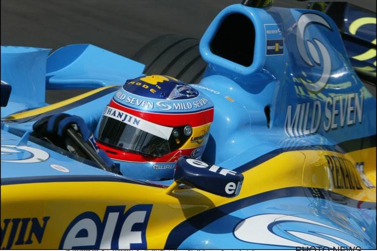 🎥 Heerlijk! Alonso rijdt nog eens rondjes op Abu Dhabi met bolide waarmee hij wereldkampioen werd