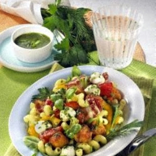 Kräuternudelsalat mit Knuper-Nuggets