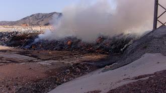 El fuego pudo ser controlado gracias a la rápida y eficaz intervención de los medios de extinción.