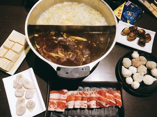 肉質不是說很好,辣鍋沒特色..  鴨血好吃😋 但豆腐沒入味😢 服務生服務迅速有禮貌~讚