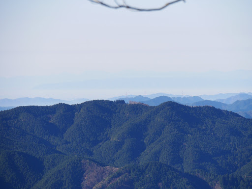 尾城山アップ(奥は岐阜市方面)