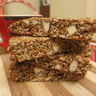 Healthy No Bake Quinoa, Dates and Almond Granola Bars