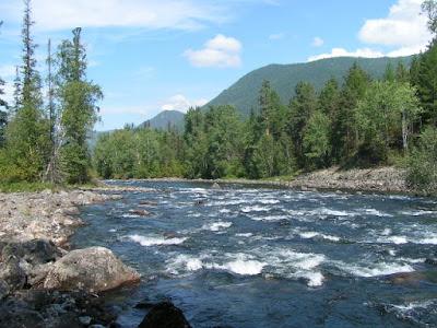 Das Ende einer Wanderung: Der Frolicha-Fluß - hier müsste eine Brücke hin.