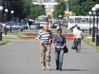 Christian und Marina auf dem Gorkiplatz - hier wird noch Swjeta zu uns stoßen.