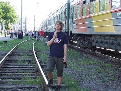 Johannes hat sich erstmals in Russland verpflegt: Das Eis für sofort, das Bier für nachher.