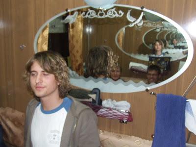 Anstelle der oberen Pritsche hängen im Lux-Waggon große Spiegel mit stilisiertem Baikal Motiv an den Wänden - ein Markenzeichen des 92-ger Zuges.