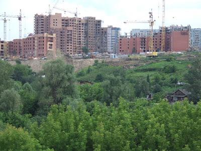 Neubauten am Stadtrand von Nowosibirsk.