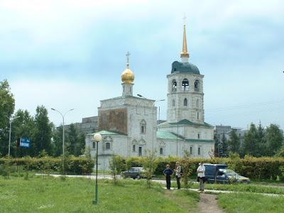 Schließlich liefen wir vorbei an den Kirchen wieder in Richtung des Geschäftsviertels.