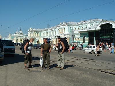 Wir stiegen in die Straßenbahnlinie 1 und fuhren direkt vor's Bahnhofsgebäude.