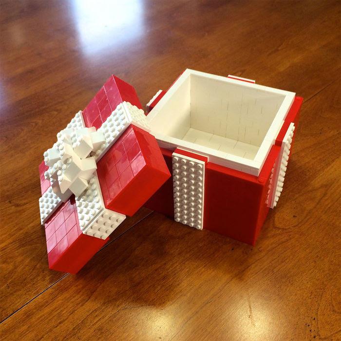 Pudełko na prezent z klocków lego