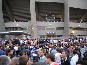 Photo: Na afloop worden de OM-supporters uitgezwaaid.