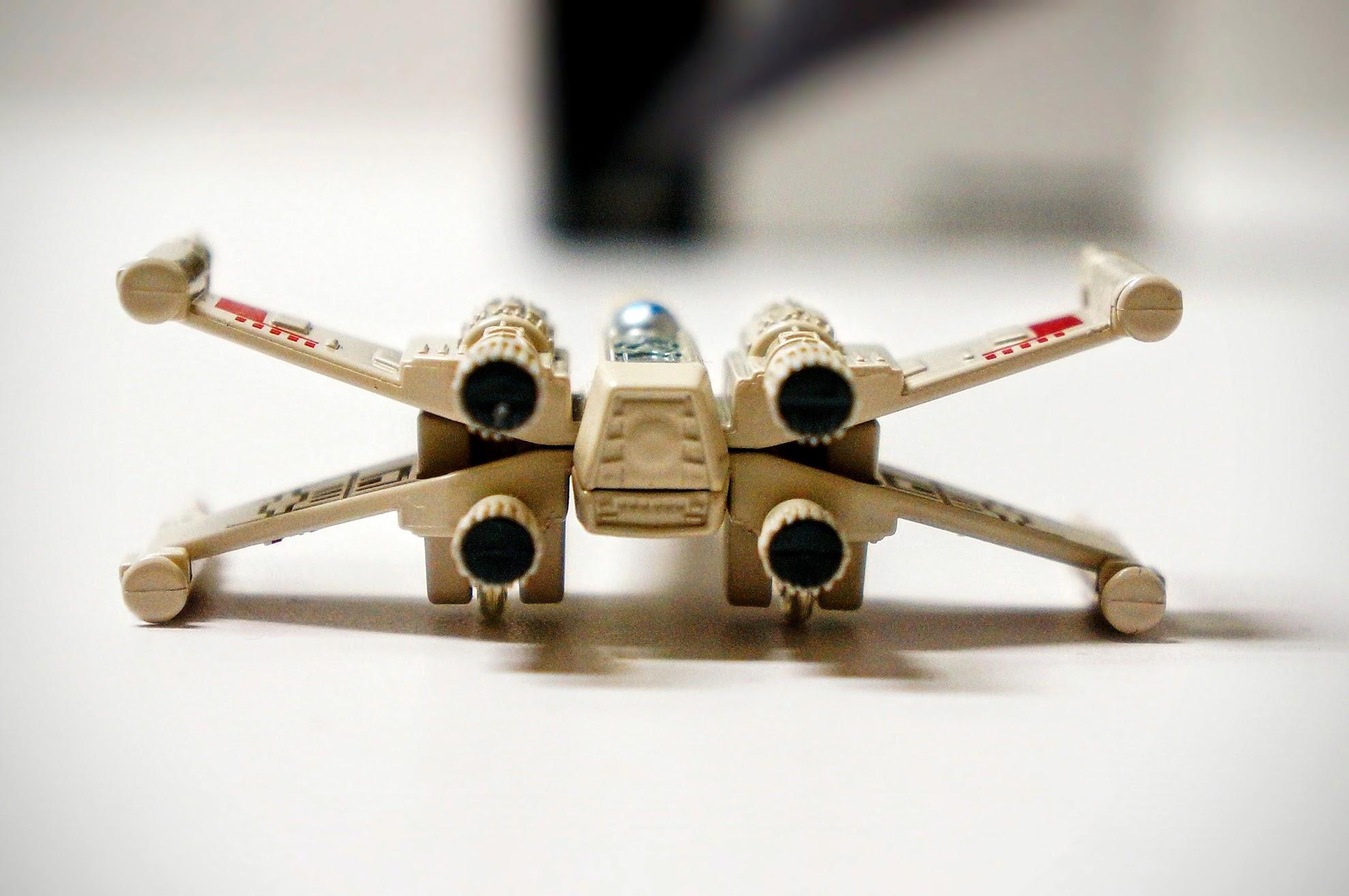 最愛它的機翼可以合起跟拆開,引擎則是可以光速飛行