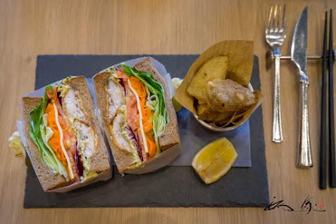 ホッケフライのサンドイッチ