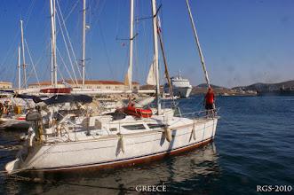Photo: Ermoupoli, wir liegen direkt bei den Hafenrestaurants. Segelturn-Griechenland-2010