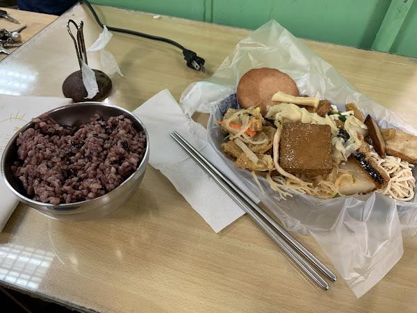 7:00以前130元吃到飽,7:00以後吃到飽90元,但是7:30左右就沒菜了哦!