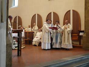 Photo: Otec magistr Pavel představuje fr. Marka jako kandidáta ke složení řeholních slibů.