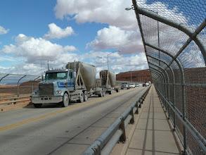 Photo: le pont en aval du barrage