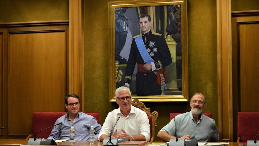 Ismael Torres, en el centro, nombrado nuevo presidente del Consorcio del Sector II.