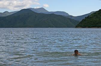 Photo: Kaltes Bad in der Whatamango Bay