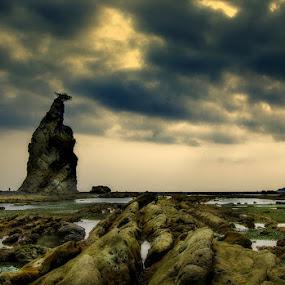 Karang Taraje by Nelwan Handoko Hasan - Landscapes Beaches ( sky, sunset, cloud, rock, beach )