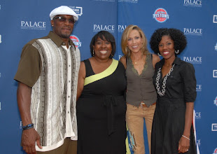 Photo: CLARKSTON, MI - AUGUST 12: Sheryl Crow (second from right) poses with Come Together Foundation grant winners (from left) Darnell Hall, Catrina Harvey and Natasha Thomas-Jackson at the Palace Sports and Entertainment's Come Together Celebration concert at the DTE Energy Music Theater on August 12, 2012 in Clarkston, Michigan. (Photo by Paul Warner/Getty Images)