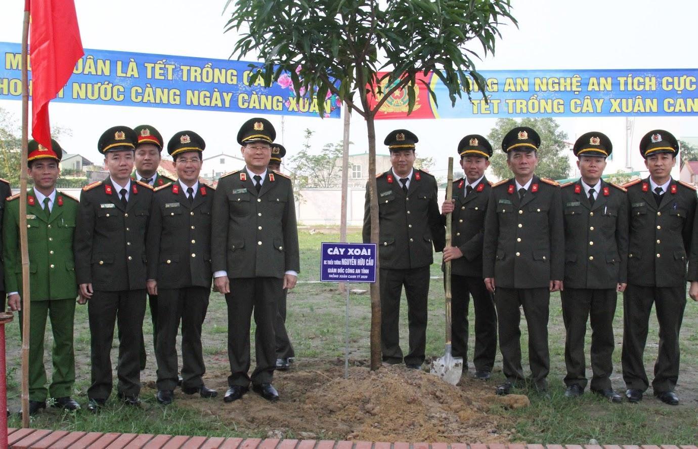 Năm nay, Công an Nghệ An trồng 60 cây xoài tại trụ sở mới Cơ quan CSĐT Công an tỉnh.